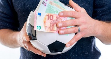 What attracts players for betting online?