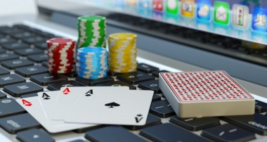 Make real money by playing online poker domino